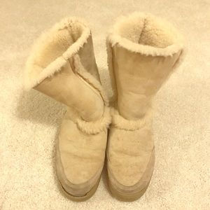 Natural Color Ugg Boots size 8, shearling detail